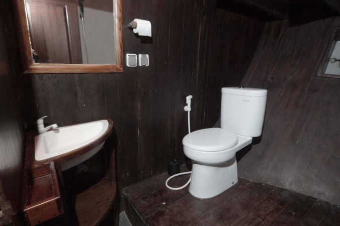 bathroom-lower-deck-2-sipuliang