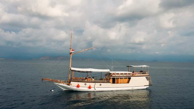 boat-charter-labuan-bajo-komodoku