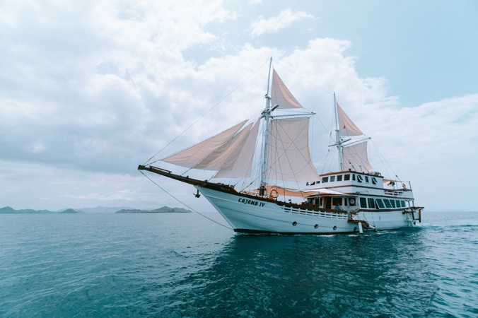 charter-boat-cajoma-4-iv-phinisi