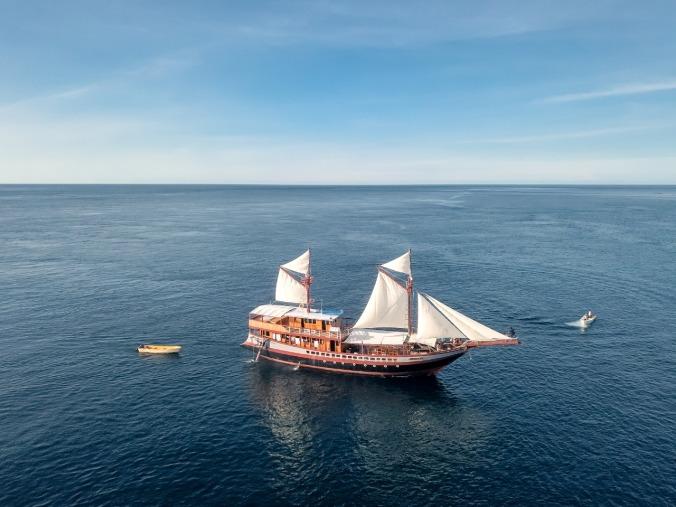 charter-boat-lamborajo-2-ii-phinisi