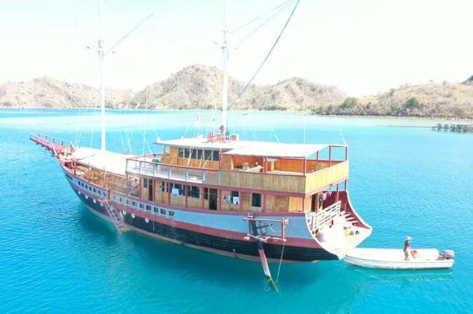 Charter Boat Lamborajo I Phinisi Komodo