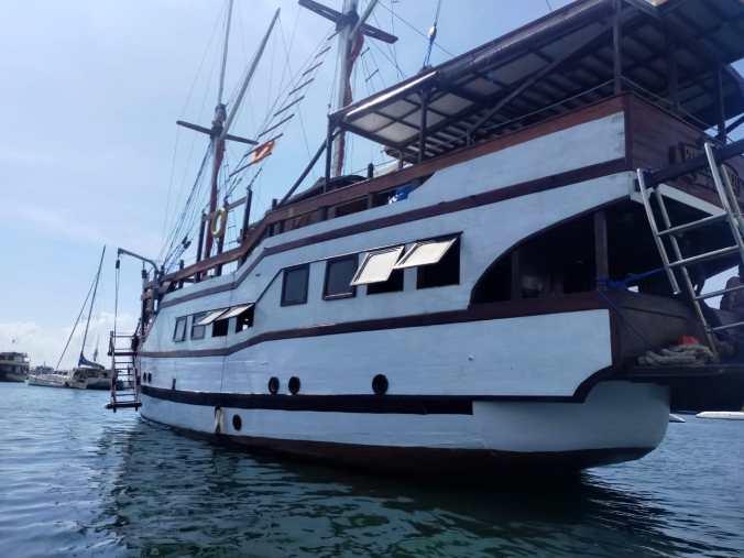 charter boat raja naga laut bali komodo labuan bajo