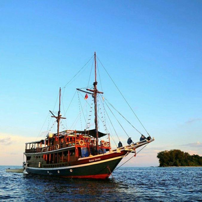 Kurabesi Explorer Liveaboard Diving Cruising Sailing Trip Indonesia