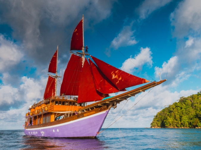 Neomi Liveaboard Diving Sailing Trip Indonesia