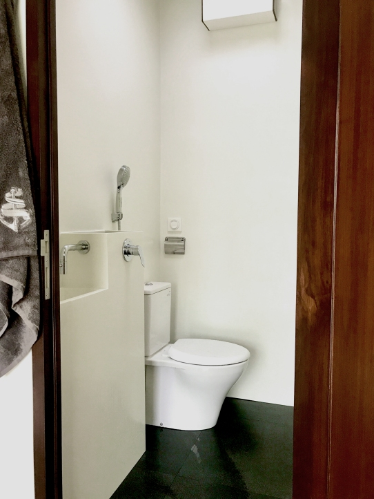 nyaman-catamaran-bathroom