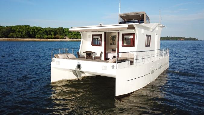 nyaman-catamaran-deck