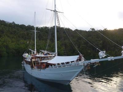 Teman Liveaboard Sailing Diving Trip Raja Ampat Indonesia