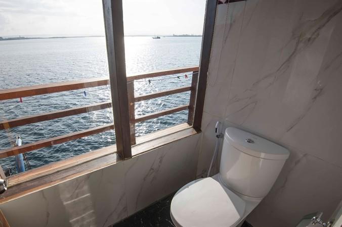 neomi big bathroom middle