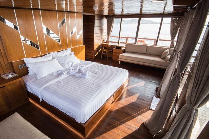 neomi big double bed